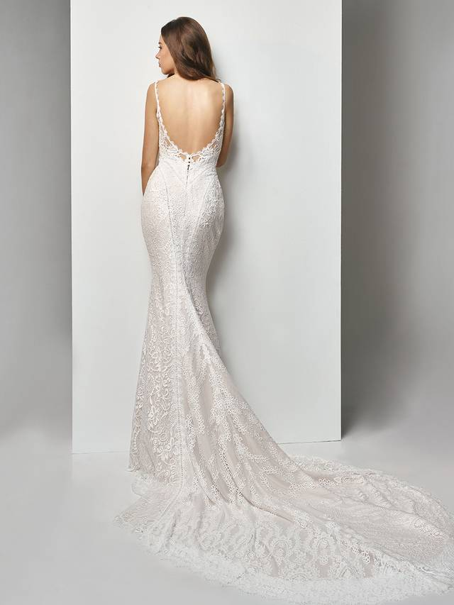 Code: Enzoani Beautiful BT19-04 It's all in the details for this ultra-sweet, overlace mermaid gown. Stunning embroidered lace placement gorgeously accentuates the low back and lace-trimmed sweetheart neckline while a sweet, cascading train creates a picture-perfect moment.Colour Options : Ivory/Latte  OR  Ivory/Ivory