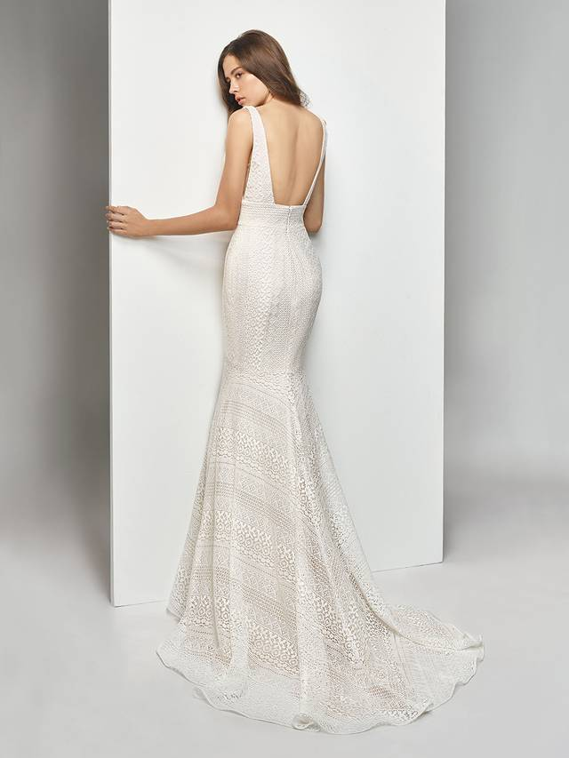 Code: Enzoani Beautiful BT19-12 Gorgeously structured, this striking, all-over lace mermaid gown takes modern elegance to a whole new level. The glamourous open back complements the alluring low V-neckline, while lace banding at the waist flatters the figure. The sweet lace details are pulled together with an invisible zipper to create a seamless, mesmerizing look.Colour Options : Ivory/Cream  OR  Ivory/Ivory