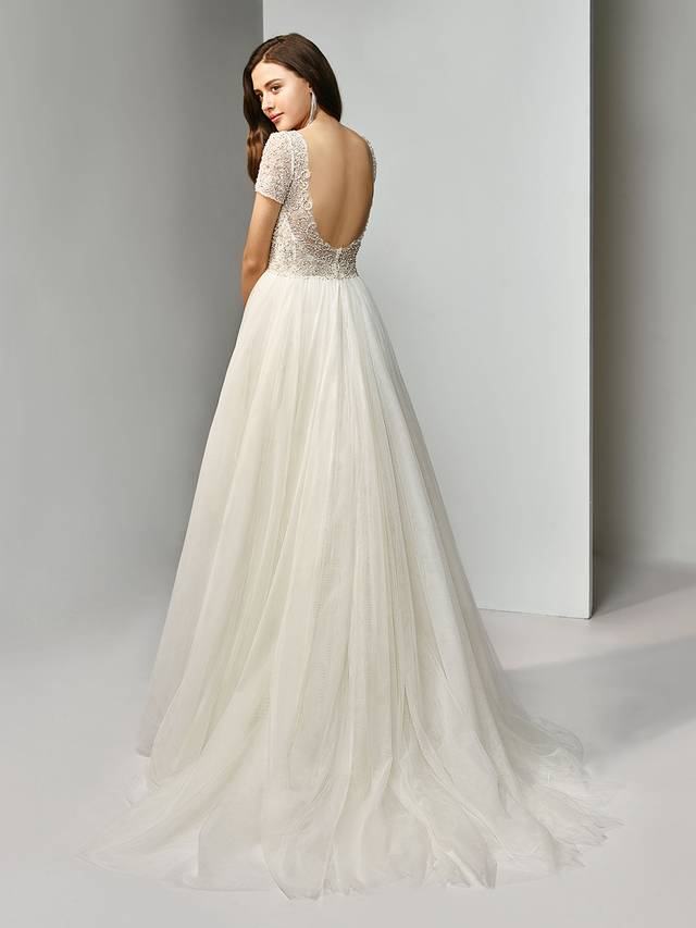 Code: Enzoani Beautiful BT19-24 Elegance is made easy with this full-length, A-line stunner featuring gorgeously striking beaded embroidery on an illusion, scoop neck bodice with classic short sleeves. A low, open backadds an element of sexiness, complementing the fairytale-worthy tulle skirt.Colour Options : Ivory/Pewter
