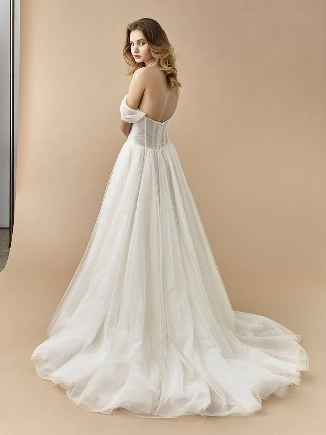 Code: Enzoani Beautiful BT20-03 Like something out of a fairytale, BT20-3 is chic, minimalist, and ultra-romantic all in one. This A-line gown features versatile, detachable off-the-shoulder straps as well as gorgeous glitter tulle with a beautiful beaded embellishment at the hip.Colour Options: Ivory