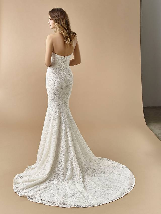 Code: Enzoani Beautiful BT20-16 Gorgeous, eye-catching overlace is the centre of this alluring mermaid gown. A built-in corset gives extra support for the bride ready for a day of celebration. A sweetheart neckline and invisible back zipper closure complete the look.Colour Options: Ivory/Latte  OR  Ivory/Ivory