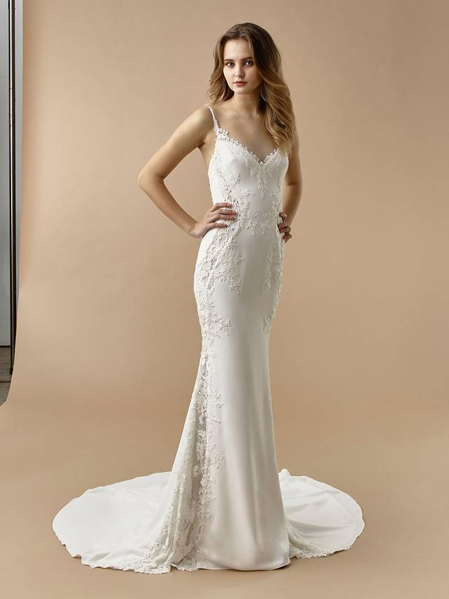 Code: Enzoani Beautiful BT20-27 Chic, sweet, and alluring, this mermaid gown is sure to enchant. Delicate lace cascades over soft, supportive stretch georgette from the romantic sweetheart neckline to the flowing train. A lace illusion panel is added to the bottom for an unexpected, elegantly modern twist.Colour Options: Ivory